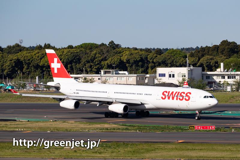 SWISSのエアバスA340 豪快なタッチダウン