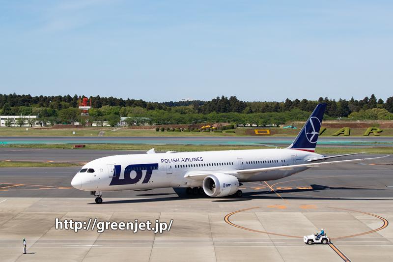LOTポーランド航空のB787を成田の展望デッキから捉える