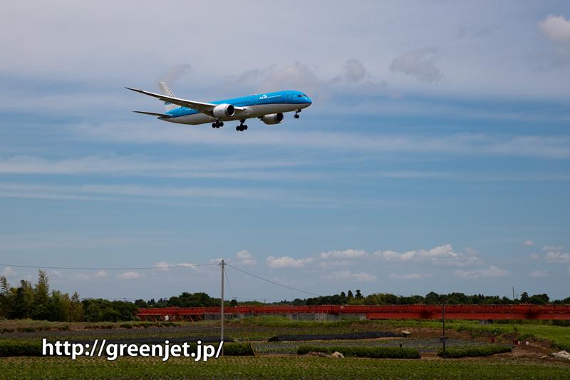 成田へやって来たKLMのB787を激写!