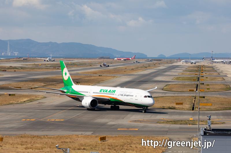 関空展望ホールより~飛んでない飛行機もココでは最高の被写体!