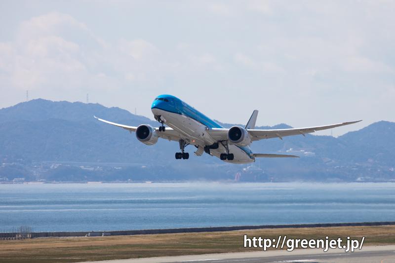 KLMの青いB787-9が関空を発つ!!