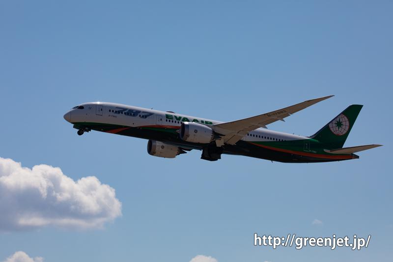 エバー航空のB787-9は関空でも輝く!
