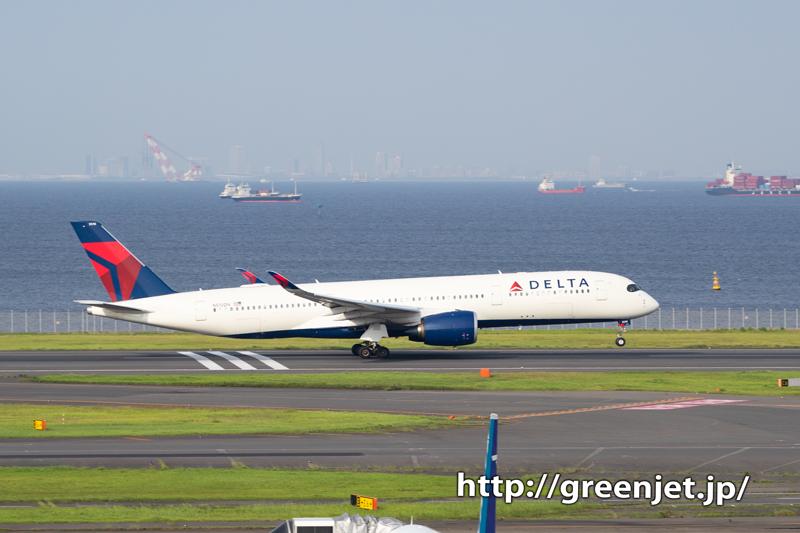 東京湾バックにデルタのエアバスA350!