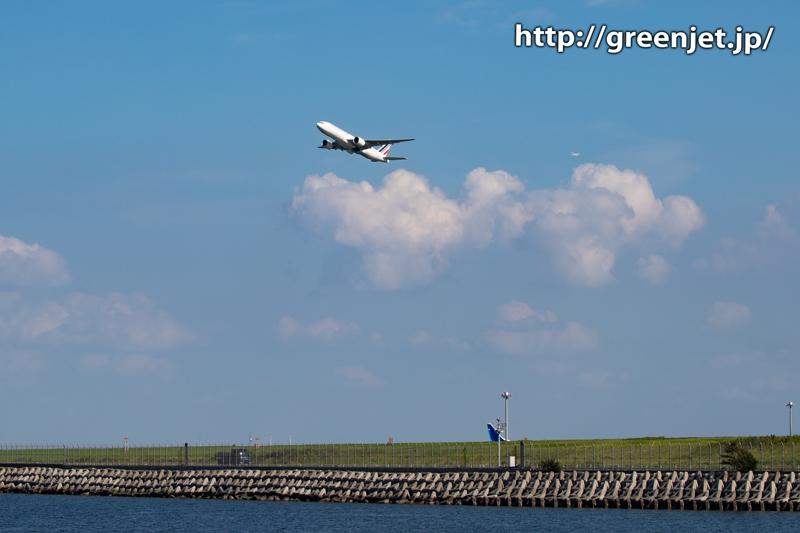 雲と飛行機の美!羽田でエールフランス機と