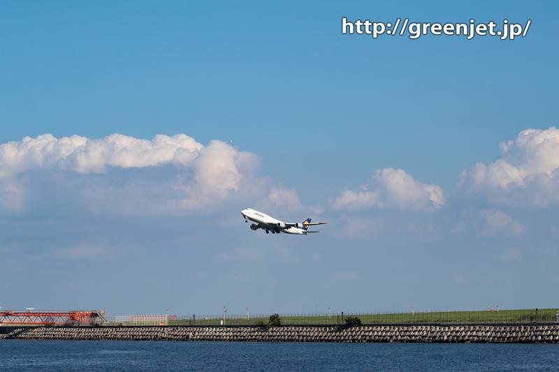 積乱雲とルフトハンザのジャンボ/B747