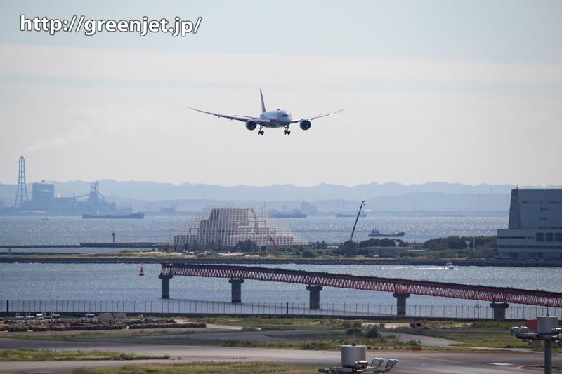 逆光を使いキラキラ海バックの飛行機を撮る