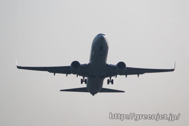 素敵!宮崎のRWY27から離陸する飛行機