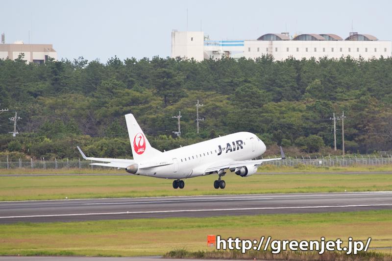 J-AIRのE70と宮崎空港に写る背景!