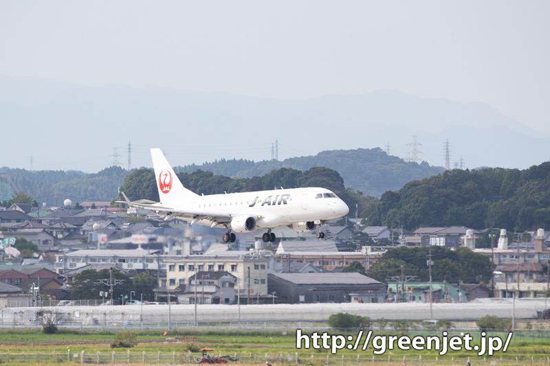 宮崎市街の斜面に絡む飛行機はやっぱ美しい