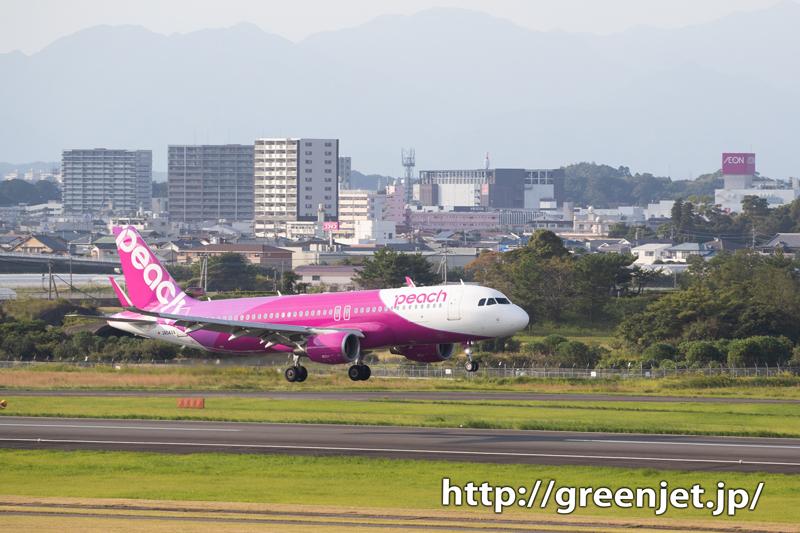 宮崎市街とピーチ エアのエアバスA320
