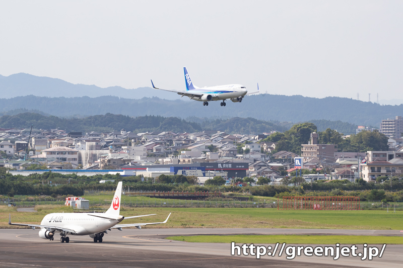 こういう街並みと飛行機の写真が好き!宮崎