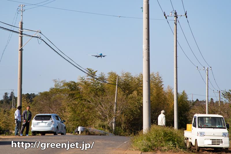 成田の畑とベトナム航空のエアバスA350