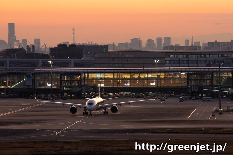 夕焼け@羽田の国際ターミナルと富士山の美