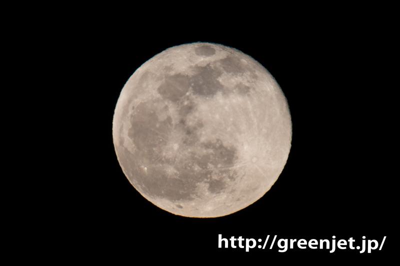 2020年最初の満月と飛行機@羽田(東扇島)