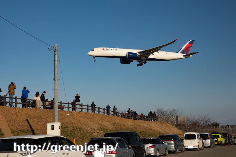 デルタのA350を成田のローカル風景と