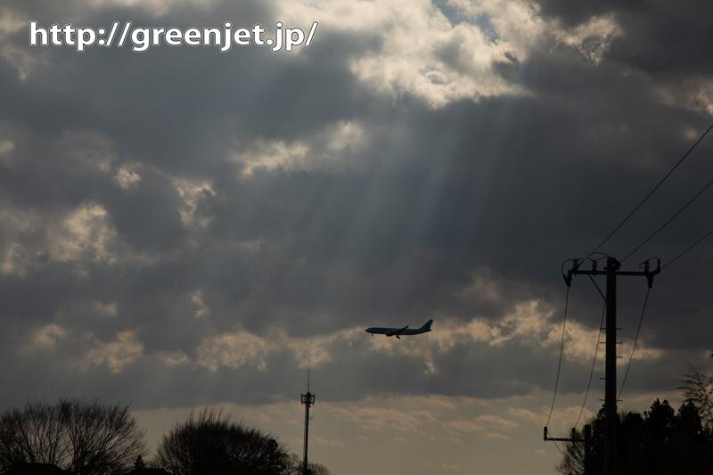 成田で捉えた飛行機と光の光芒
