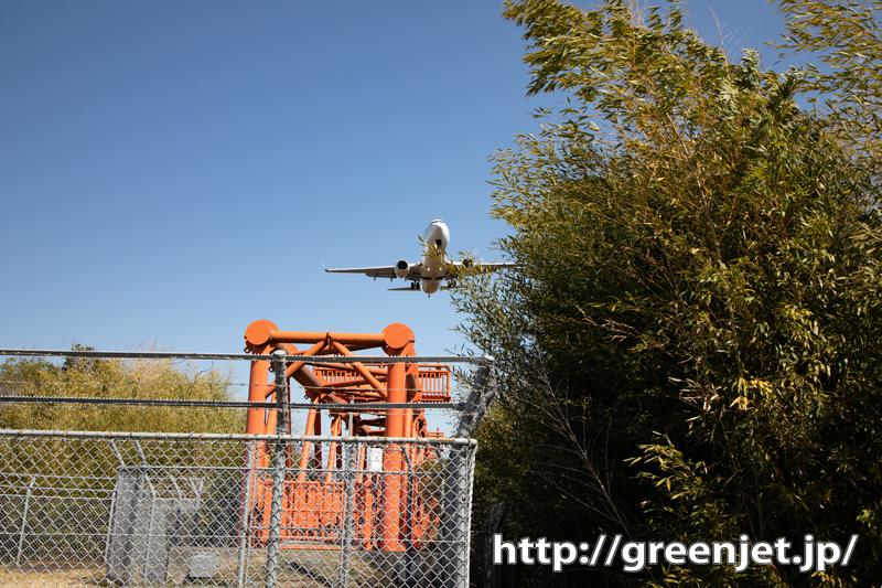 RWY26エンドで飛行機を真下から@高松