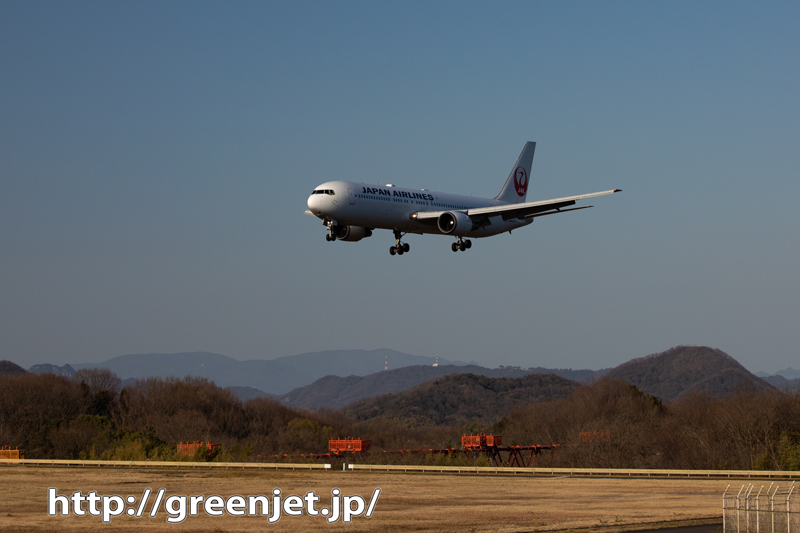 高松RWY26エンド手前で撮る飛行機は