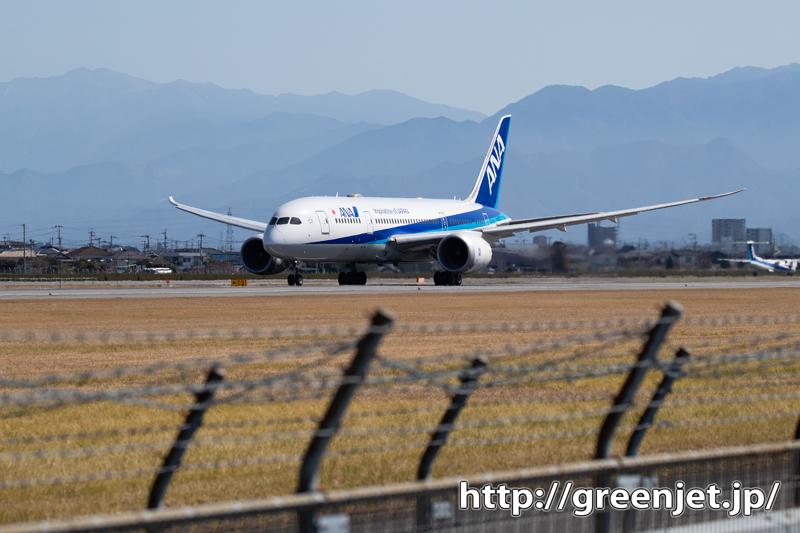 松山の青空と飛行機~ANA B787
