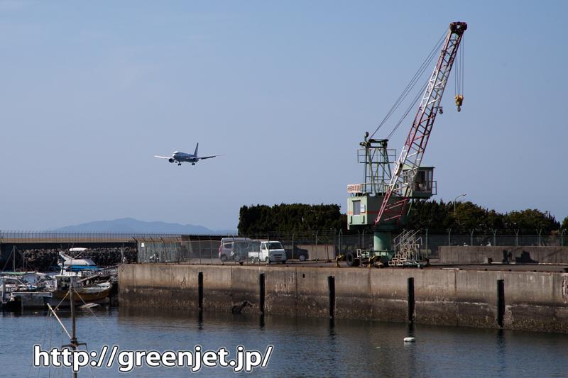 漁港と飛行機@こういうの良いね~松山