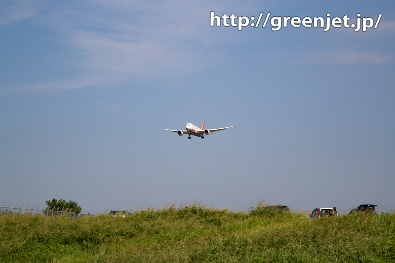 飛行機写真~赤いB787に成田で迫る!