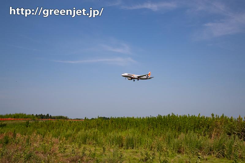 草原と飛行機そして誘導灯~成田