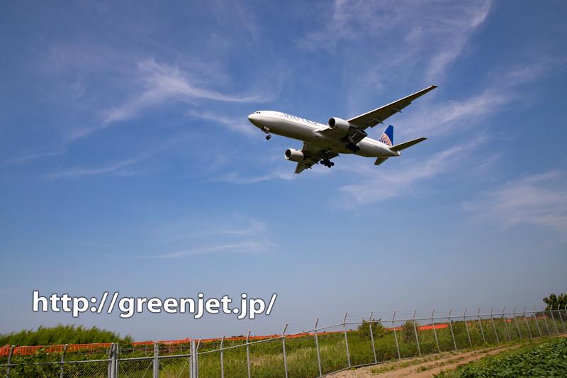 抜けるような青空と飛行機~これが成田!