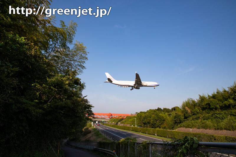 成田の飛行機写真~CI104と高速道路