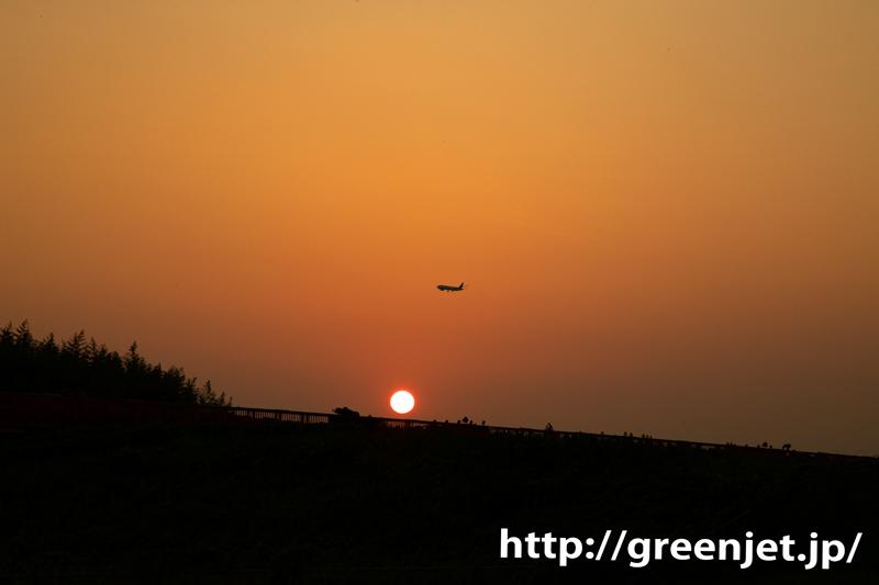 この場所で夕日と飛行機を撮るの好き~成田