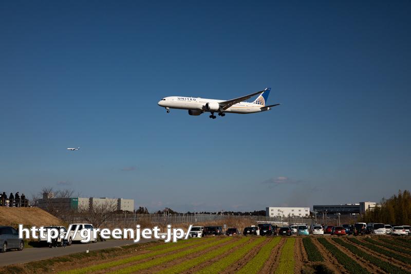 飛行機写真~畑と飛行機って成田っぽい。。