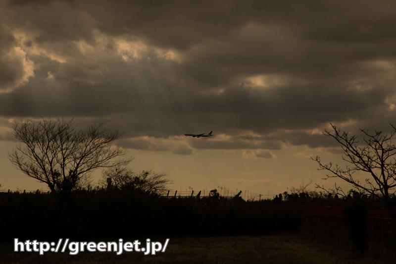 こんな美しい飛行機写真!光の光芒と