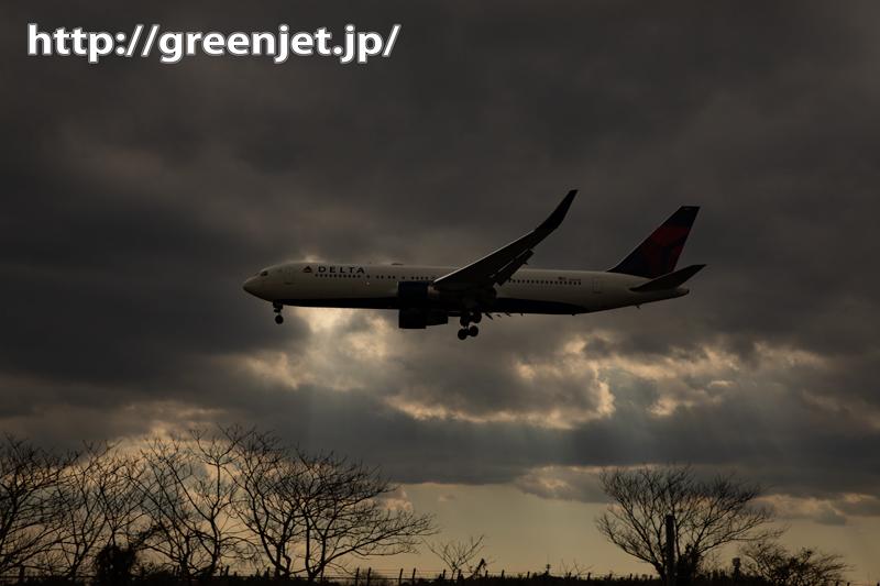 曇天の日~逆光の飛行機写真もまた面白い