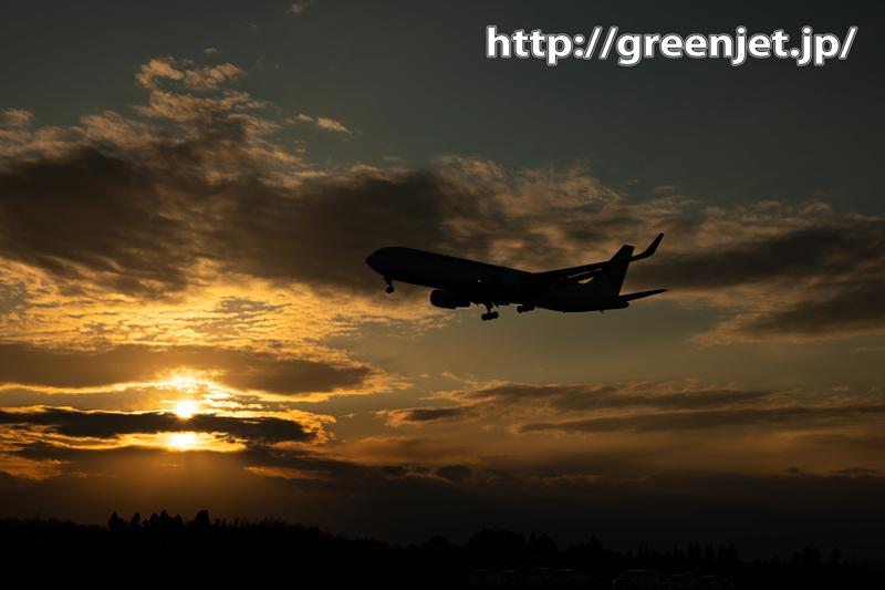 夕焼け~雲~そして飛行機、美しいね!