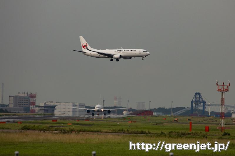 羽田で出発と到着の飛行機がクロスする!