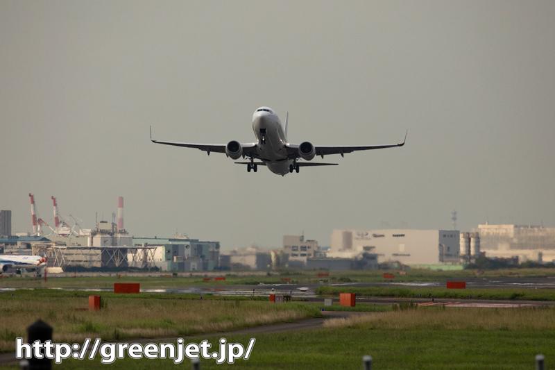 羽田で飛行機の離陸を正面から撮れるなんて。。
