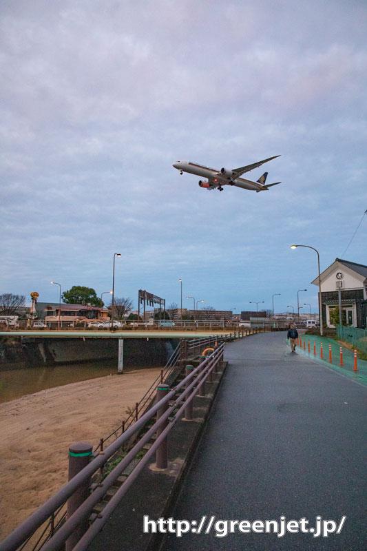 福岡にて~小川、渋い倉庫、そして飛行機!