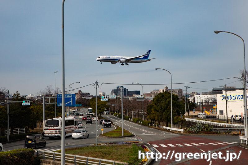 こんな市街上空を飛ぶ飛行機写真好き@福岡