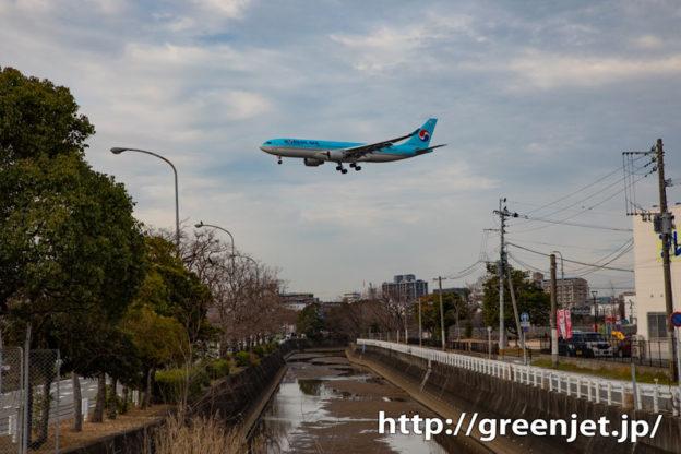 こういう川をまたぐ飛行機写真好きだ~福岡