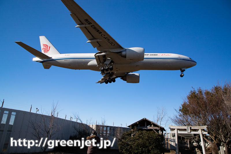 東峰神社で大型飛行機にいつもより迫る