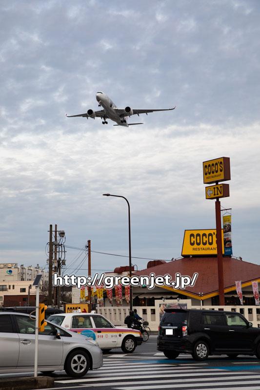 福岡のココス越しに撮った飛行機は嵐だった