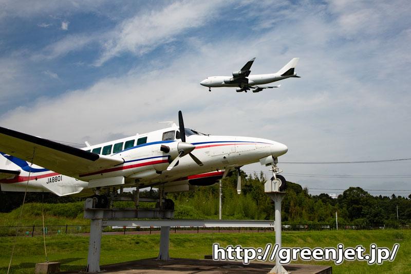 成田で飛行機写真~白ジャンボとJA8801
