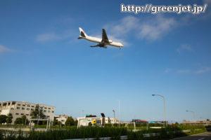 RWY16Rへ降りる飛行機が高速上を!