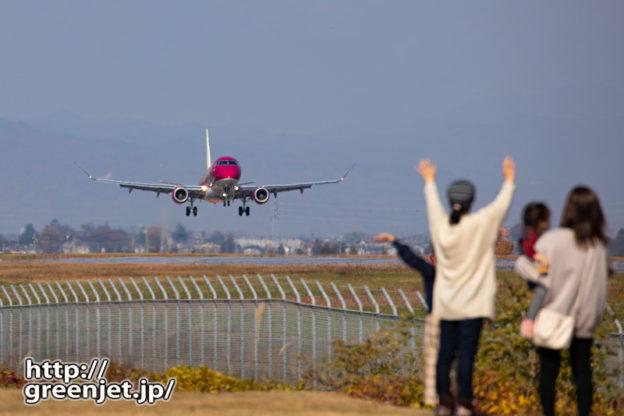 松本にて~飛行機に手を振る人@着陸編