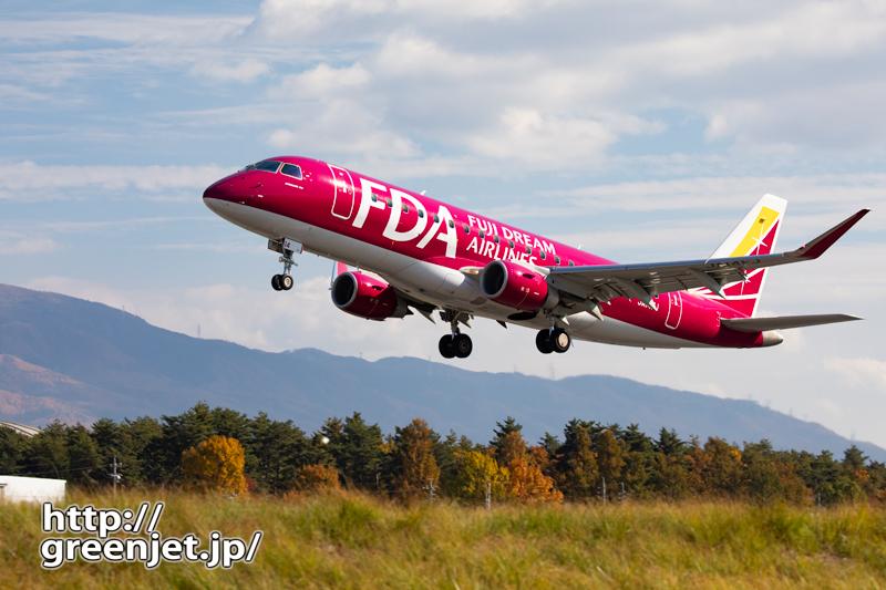 ちょっぴり紅葉と赤い飛行機@松本