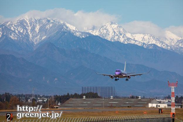 雪山を背に~これぞ松本の飛行機写真