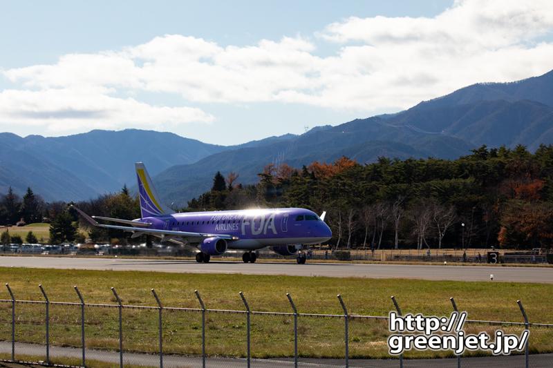 松本より~山を背負い輝く飛行機