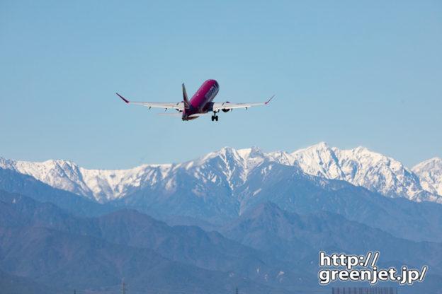 飛行機@松本~出発機と雪山の絡み