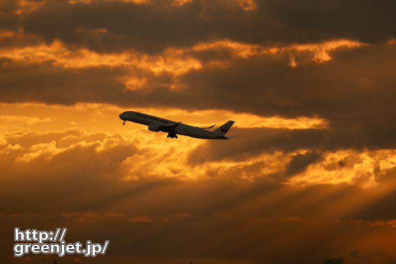 羽田で飛行機~燃える空にエアバス A350