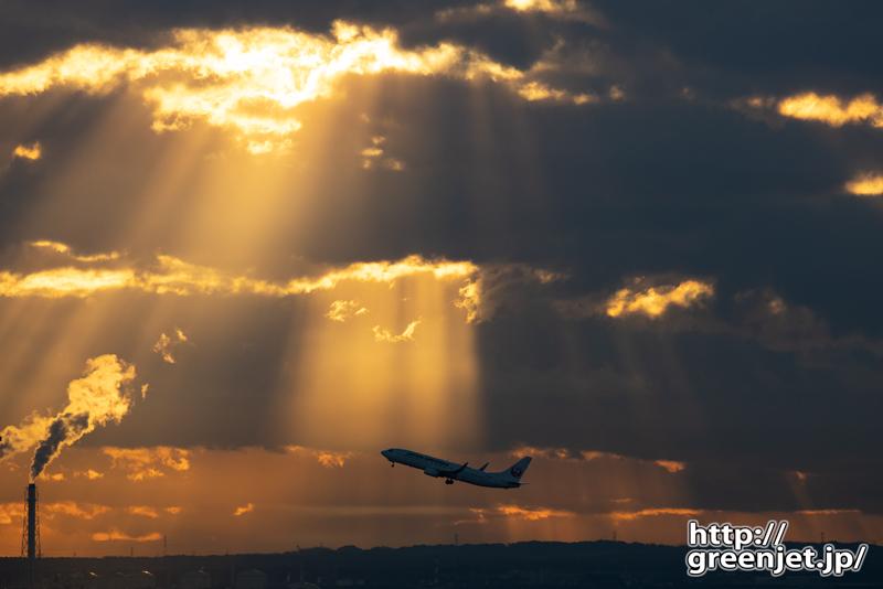 羽田で飛行機~光のシャワーが降り注ぐ