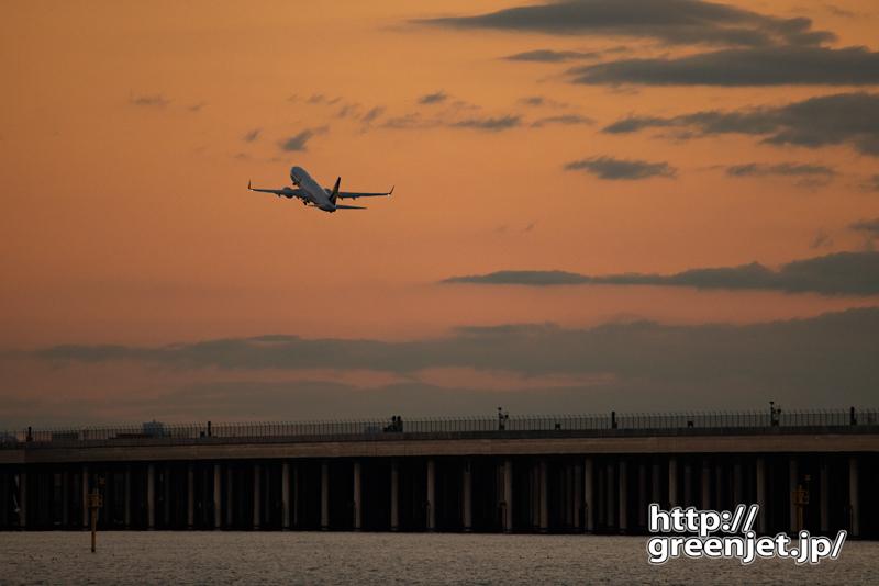 羽田で飛行機~浮島のオレンジの空